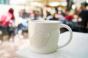 アイスコーヒー2杯目のおかわりは100~150円で飲むことができる