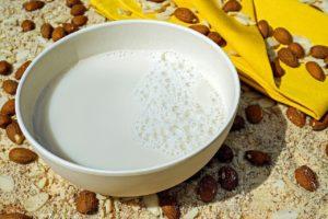 スタバのアーモンドミルクの価格やカロリーは?注文方法や期間はいつまで?